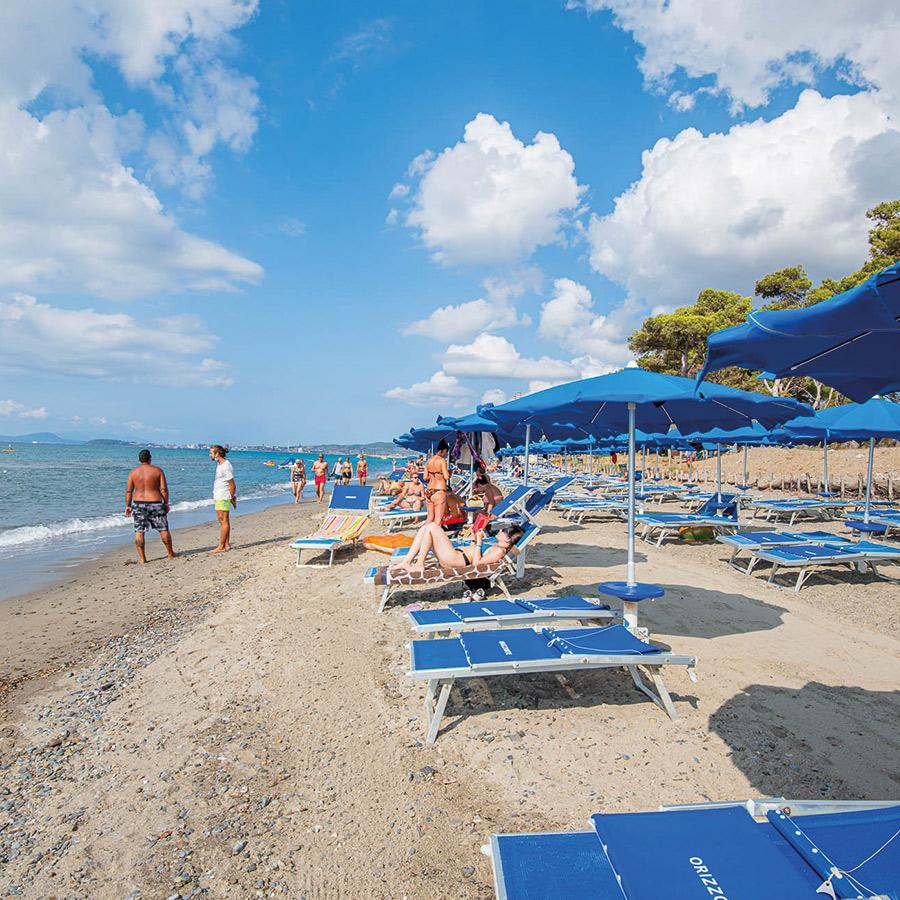 spiaggia-privata-villaggio-orizzonte